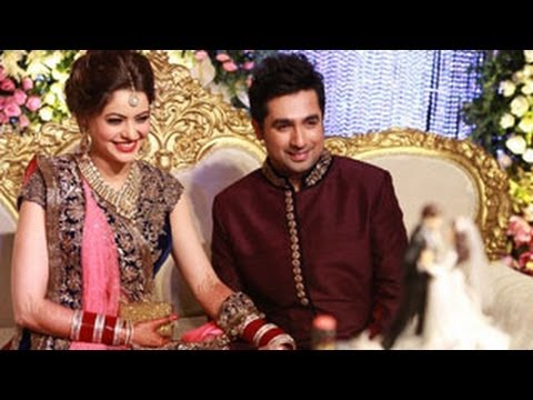 Video Aamna Sharif's & Amit Kapoor's WEDDING RECEPTION -- EXCLUSIVE VIDEO & PICTURES download in MP3, 3GP, MP4, WEBM, AVI, FLV January 2017