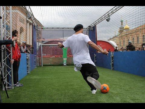 Ronaldinho Vs Robot Goalkeeper - Thời lượng: 7:37.