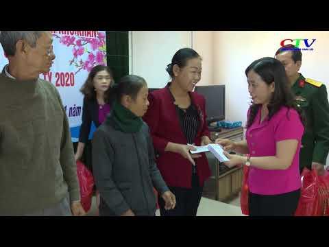 UBMT tỉnh tặng 100 suất quà tết cho gia đình chính sách tại Cam Lộ