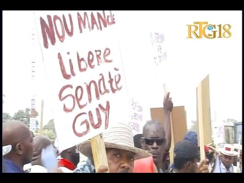 Des partisans du sénateur élu Guy Philippe protestent devant l'Ambassade américaine