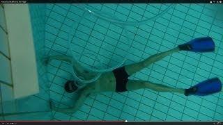 Thổi vòng tròn khí dưới nước :))