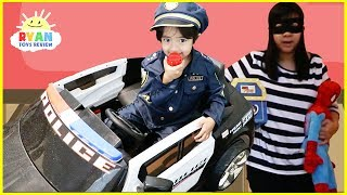Video Kid and Mommy Pretend Play with Surprise Toys Giant Candy MP3, 3GP, MP4, WEBM, AVI, FLV Agustus 2018