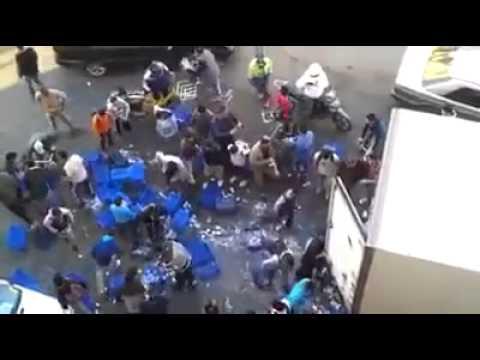 شاهد ما ذا يحدث عندما تنقلب شاحنة دانون في المغرب