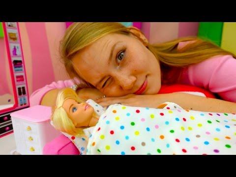 Видео для девочек. Видео куклы: БАРБИ страдает бессонницей. Игры для девочек (видео)