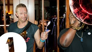 download lagu download musik download mp3 Chris Martin performs Hymn For The Weekend in the Live Lounge