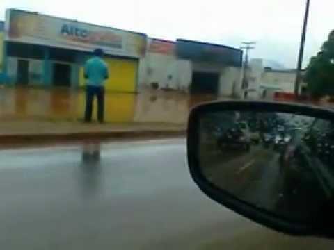 chuva deixa ruas alagadas em parauapebas