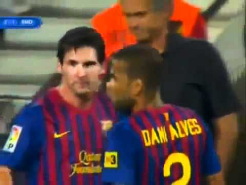 Mourinho attacks Messi - Barcelona Vs. Real Madrid  Supercup 17-08-2011 (видео)