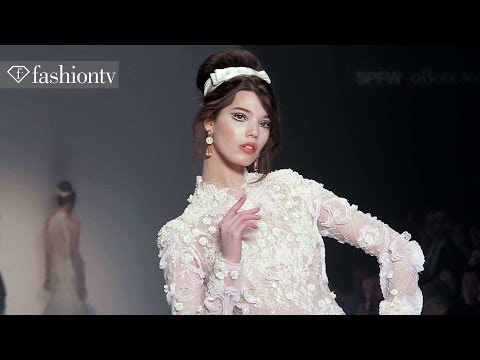 fashiontv - http://www.FashionTV.com/videos SAO PAULO - FashionTV sits in the front row of the Samuel Cirnansck Winter 2014 show at Sao Paulo Fashion Week. This gorgeous...