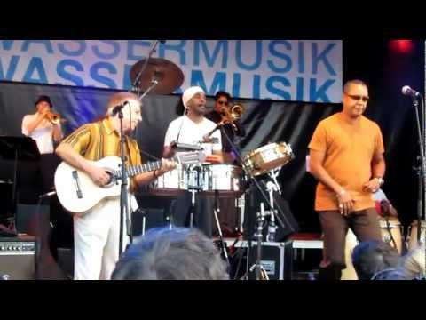 Palmieri - Eddie Palmieri live and open air at the HDK - presented by http://www.salsa-berlin.de - First the introduction of the musicians - after 4:20 min starts the s...