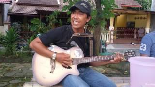 Video Iwan Fals - Celoteh Sang Camar cover pengamen MP3, 3GP, MP4, WEBM, AVI, FLV September 2019