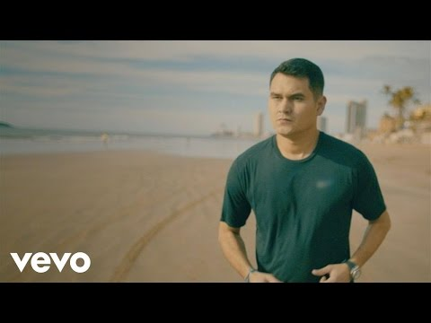 Me Está Tirando El Rollo - Banda los Recoditos  (Video)