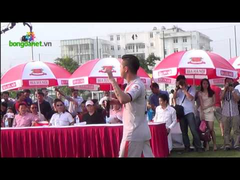 Ca sĩ Tuấn Hưng hát khai mạc giải ngoại hạng Hà Nội lần thứ 2
