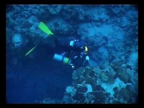El fondo de Blue Hole con restos e accidentes