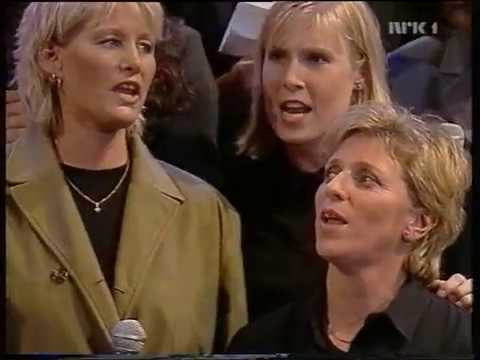 Jentene med godt humør. Håndballjentene ,LIVE fra Nrk år 1998