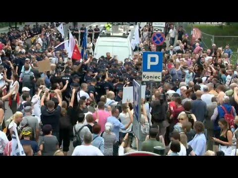 Διαδηλώσεις υπέρ του κράτους δικαίου στην Βαρσοβία