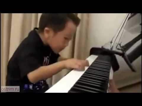 Ребёнок пианист от бога