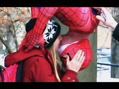 免費得到女孩子吻的方法!變成蜘蛛人