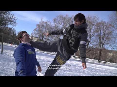 VIDEO: Jakub vedie akrobatickú skupinu, prináša príbehy Bystričanov