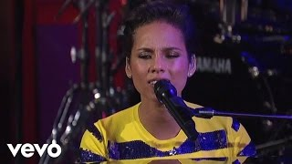 Alicia Keys - Brand New Me (On David Letterman) (Live) lyrics (Chinese translation). | It's been a while, I'm not who I was before