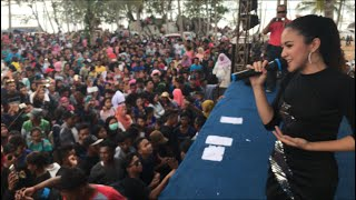 Download Lagu Suci dalam debu live konser baby shima di teluk gembira, belitung indonesia Mp3