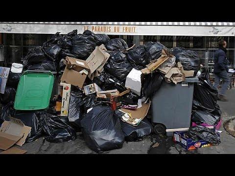 Τα σκουπίδια πνίγουν το Παρίσι – Απεργούν οι εργαζόμενοι στην καθαριότητα