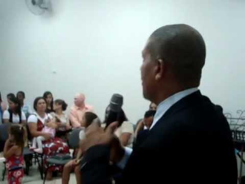 Evangelista Valdir Ribeiro Pregando na Igreja Vivendo pela Fé em Quatá Parte 1