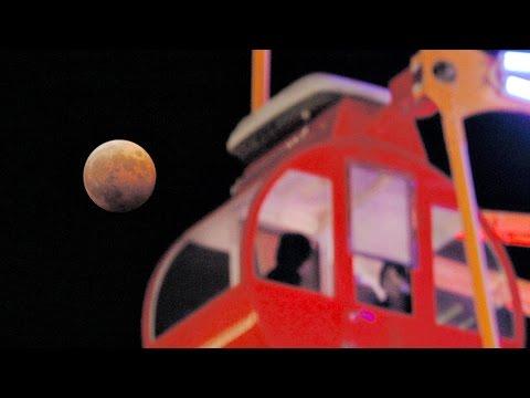 神戸で皆既月食 赤銅色の天体美