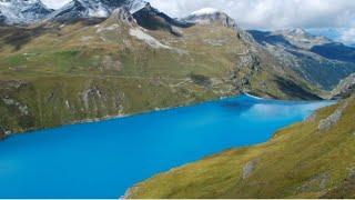 https://www.publico.pt/2017/07/18/mundo/noticia/casal-suico-desaparecido-ha-75-anos-encontrado-nos-alpes-1779497GrimentzValaisGrimentz fica a 1.570 metros de altitude, no Val d'Anniviers valesano. Esta vila é um verdadeiro álbum de fotos, famosa por seus graneis enegrecidos, queimados de sol, e por seus inúmeros gerânios rubros, espalhados pelas jardineiras do local.Grimentz, a pitoresca vila de Valais, pertence a Anniviers, no vale com o mesmo nome. Um passeio pela vila revela todo o charme da mesma, localizando-se no centro a casa burguesa do ano de 1550. Em sua adega, amadurece um vinho de geleira branco em pipas antigas de lariço – uma especialidade de vinho dos antigos agricultores nômades.No Val d'Anniviers, 100 quilômetros depercursos pedestres e ciclovias atraem para a natureza. Na base da geleira Moiry é possível observar diversas formas geomorfológicas, bem como montes de argila cobertos de gelo e pedras de geleiras. No inverno, a estância de esqui atinge até 3000 metros de altura. Um parque de diversões, opções de circuitos, trilhas de cross-country, percursos de tobogã e pedestres completam a oferta.VerãoInvernoDestaquesClimaEventosDicas para GrimentzAtraçõesParques e praçasCity ToursMuseumExcursõesBares e RestaurantesNightlifeTransportesMais em GrimentzHotéisCasas para temporadaTemperaturas balnearesBoletim de inverno Talvez isso seja interessanteDestinos de férias na SuíçaResorts para famíliasLugares de magiaCidades suíçasDestinos de verão Hotéis de Bem-EstarHotéis Tipicamente SuíçosSwiss Family Swiss Bike HotelsHotéis Históricos SuíçosContato para patrocinadores:bitrem12900@yahoo.com.br Curiosidades da Suíça, lausanne Suíça brasileiro na Suíça. Morar na Suíça,diferentes, criatividade,Alpes suíços, Zurique, Genebra, visto para a Suiça, férias na Suíça, custo de vida na Suíça, Europa,brasileiros na Suíça, imigração na Suíça, português na Suíça, viver na Suíça, vivendo na Suíça, dia à dia na Suíça,