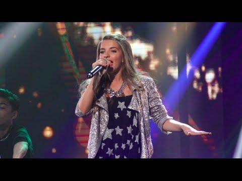 julia - http://juniorsongfestival.nl Julia zingt 'Around' in de finale van het Junior Songfestival 2014. Anne & Anique, Chelsea, Julia, Sebastiaan en Suze staan in d...
