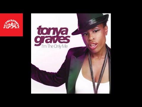 Monkey Business je minulostí! Tonya Graves má úspěšný singl, odezvu ze zahraničí a chystá turné s vánočním koncertem