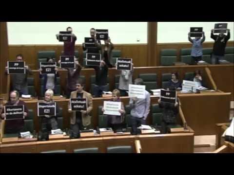 Nos han expulsado del Parlamento de Gasteiz por denunciar las detenciones de ayer