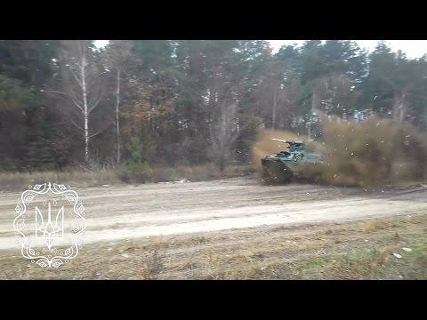 Провели перші випробування нового українського бронетранспортера БТР-3ДА на ґрунтовій дорозі.