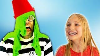 Video Amelia and Avelina halloween slime adventure and a magic cloak MP3, 3GP, MP4, WEBM, AVI, FLV Oktober 2018