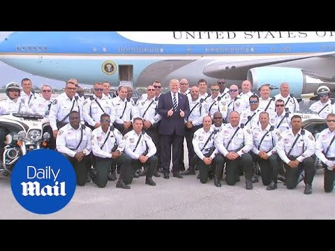 Donald Trump poses with police officers while departing Florida - Daily Mail