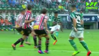 Com golaço de cobertura e falha de Denis, Palmeiras vence o São Paulo Dudu faz uma pintura, Tchê Tchê e Guerra ampliam e...