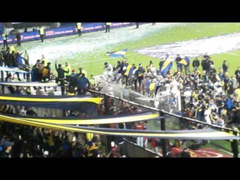 Video - JUGADORES CANTANDO CON LA  12 / Boca Campeon 2015 - La 12 - Boca Juniors - Argentina