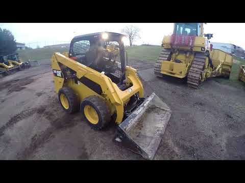 CATERPILLAR MINICARGADORAS 236D equipment video t53KOzvjaRA