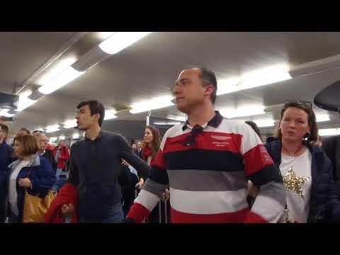 Más sevillistas se unen en Atocha a los reproches a los jugadores por el mal resultado  A. Pizarro