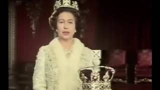 Video HM the Queen explains the Imperial State Crown MP3, 3GP, MP4, WEBM, AVI, FLV Januari 2018