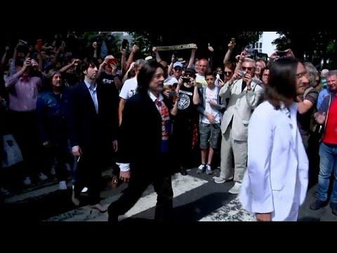 Abbey Road: Αναπαράσταση της ιστορικής φωτογραφίας, μισό αιώνα μετά!…