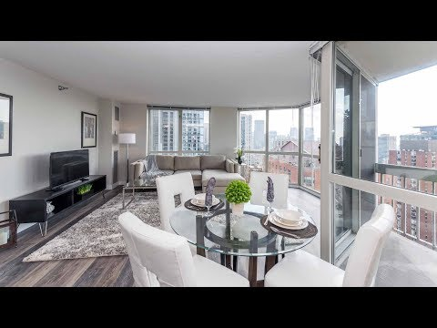 A sunny 2-bedroom, 2-bath model on the Gold Coast / River North border