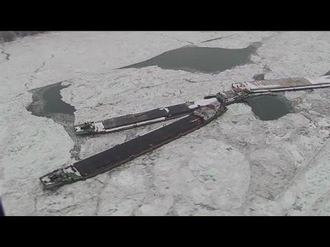 Παγιδευμένα πλοία στον παγωμένο Δούναβη