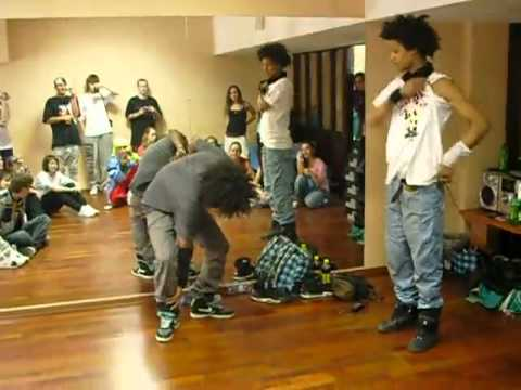 Les Twins Dancing To Edit Ants (видео)