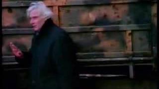 """Le immagini di Gian Maria Volonté sul set di """"Lo sguardo di Ulisse"""", 1995, di Théo Angelopulos. La toccante testimonianza di..."""