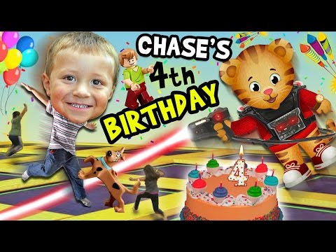 Chase's 4th Birthday Party Adventure!  Never Ending Fun w/ Daniel Tiger Pinata (FUNnel Vision Vlog) (видео)