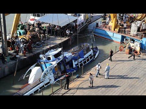Ουγγαρία: Τέσσερα πτώματα εντοπίστηκαν στο πλοίο που βυθίστηκε στον Δούναβη…