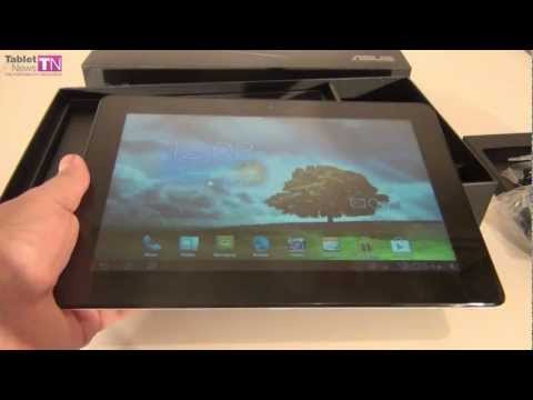 padfone station unboxing - BUY NOW: http://amzn.to/WNLt67 Tablet-News.com unboxes the ASUS PadFone 2 hybrid between tablet and phone, in the white version. It costs $999 in the 32 GB v...