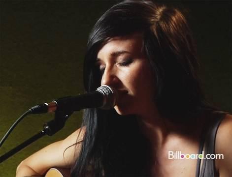 Tekst piosenki Lights - Behind blue eyes po polsku