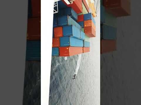 Погоня вооруженных пиратов за судном под флагом Сингапура (ОПЕРАТИВНОЕ ВИДЕО)