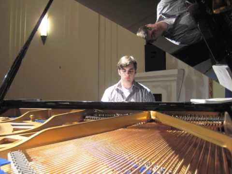 Bradley Burgess plays Schumann - Aufschwung (extract)
